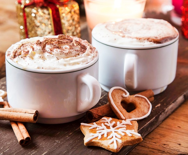 How To Make An Amazing Gingerbread Latte Better Than A Starbucks Barista! Coffee Cups with Whipped Cream, Cocoa Powder and Cinnamon with Gingerbread